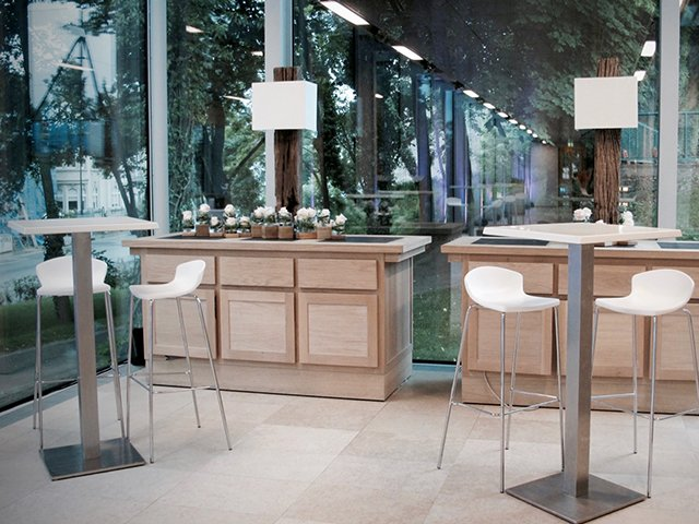 m4-table-haute-square-location-tente-mobilier-geneve.jpg